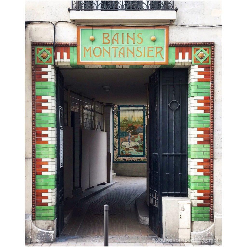 Jolie porte en céramique à Vincennes avec l'entrée des Bains Montansier.